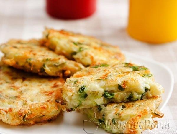 котлеты из кабачков и картофеля Котлеты из индейки, жаренные с помидорами и сыром