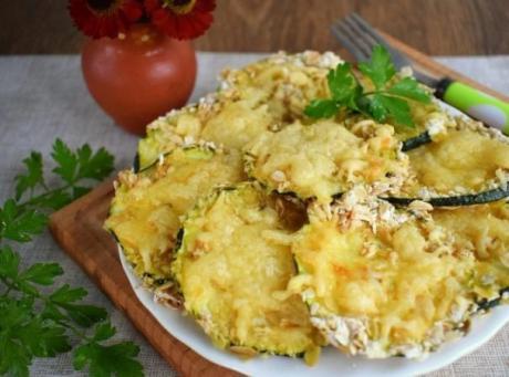 Запеченные кабачки с сыром и чесноком. 🤩 Очень вкусно!