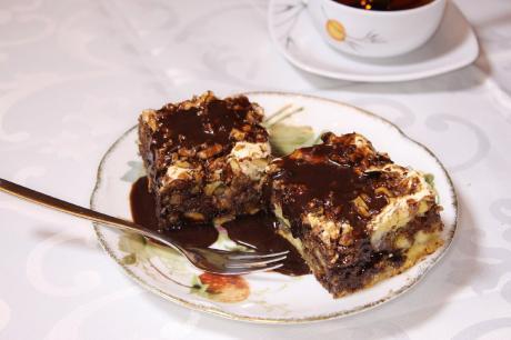 Пирог Мишка. Шоколадно- ореховый. Никогда не остаётся даже кусочка.