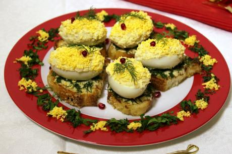 Яйца фаршированные рыбой. Мировая закуска. Красивая подача.