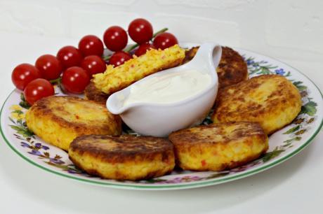 Картофельные котлеты с крабовыми палочками. Всегда готовлю после праздника.