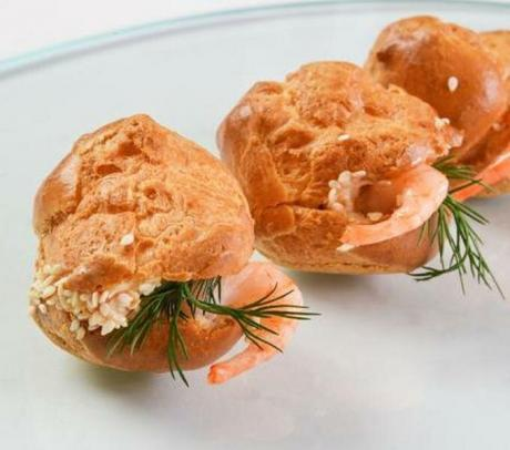 Как же вкусны закусочные эклеры с креветками или профитроли!