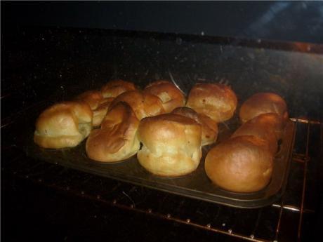 Выпрыгивающие булочки из блинного теста в духовке. Просто и вкусно